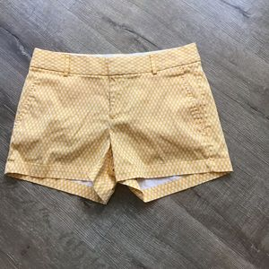 Women's Sz 6 mid rise shorts by Banana Republic